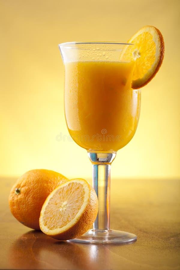 Jus d'orange frais serré image libre de droits