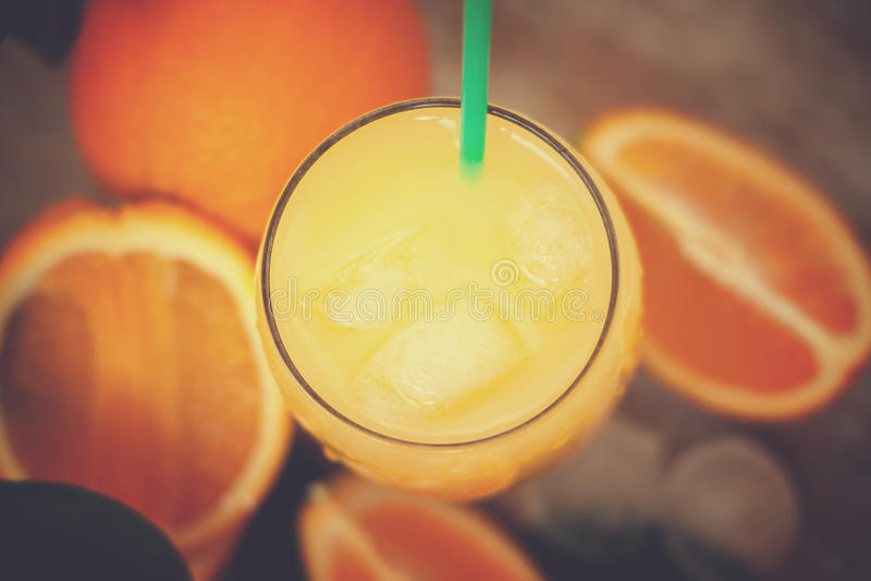 Jus d'orange met ijs stock afbeeldingen