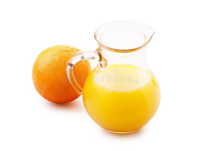 Jus d'orange in waterkruik en sinaasappel royalty-vrije stock foto's