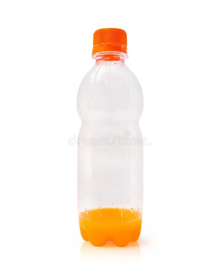 Jus d'orangefles op witte achtergrond wordt ge?soleerd die Container van vers fruitdrank r Linkerzijde over concept stock afbeelding
