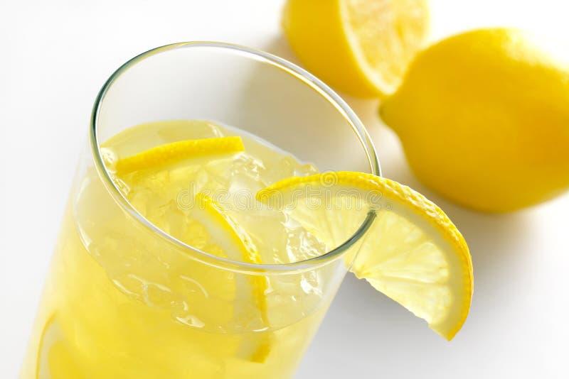 Jus de citron frais images libres de droits
