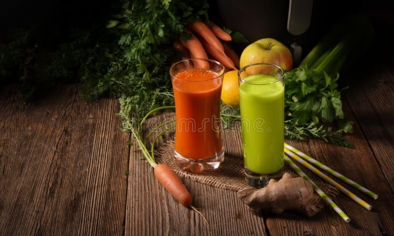 Jus de légumes fraîchement serrés photo stock