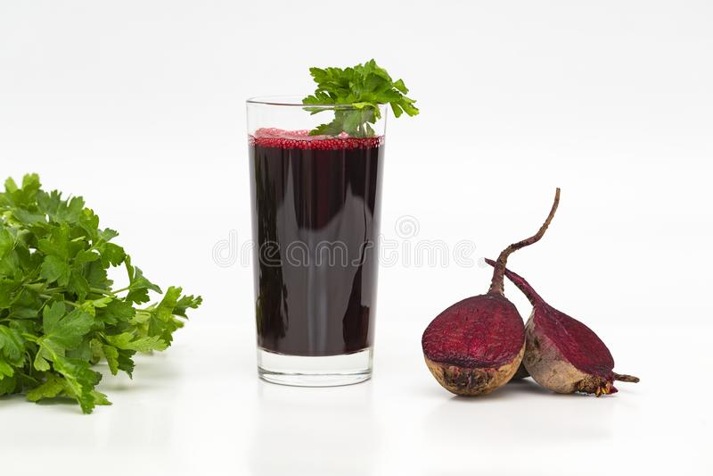 Jus frais de betterave Le jus du persil du pays des légumes c Smoothie de betterave image libre de droits