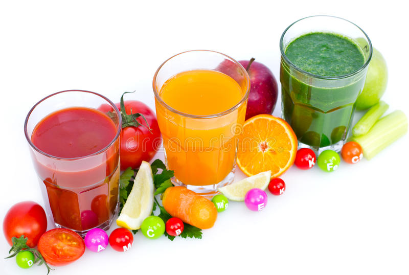 Jus frais et organiques de fruits et légumes photo libre de droits