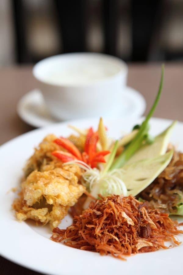 Jusminerijst in bevroren water dergelijk gefrituurd varkensvlees Authentiek Thais voedsel royalty-vrije stock afbeelding
