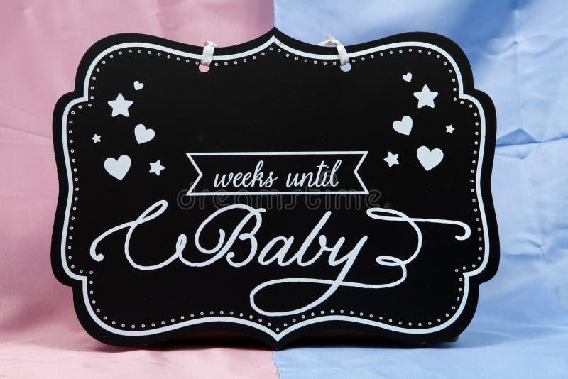 Download Jusqu'au bébé photo stock. Image du signe, maternité - 77153386