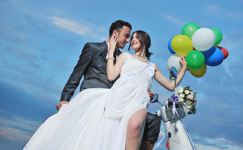 Just Married Couple Ride White Scooter Royalty Free Stock Photos