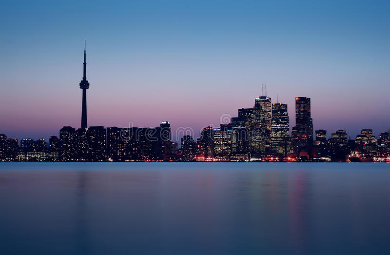 Juste d'horizon de Toronto après coucher du soleil image libre de droits