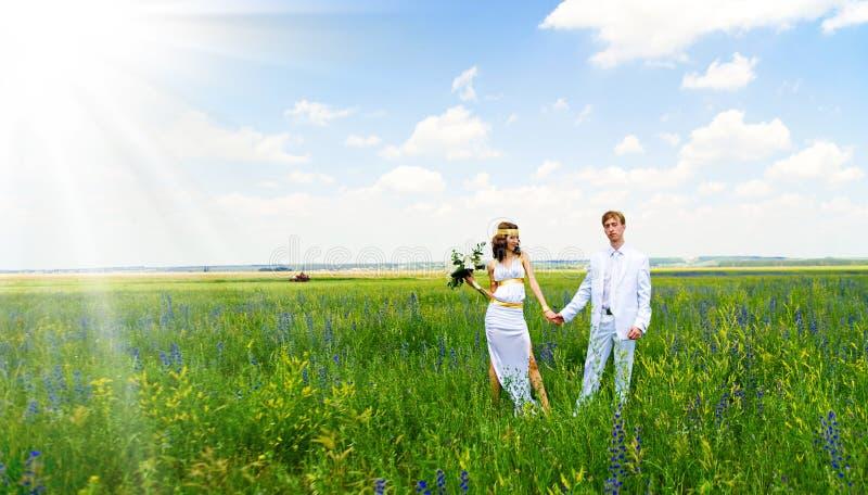 Juste ménages mariés sur la nature photo libre de droits