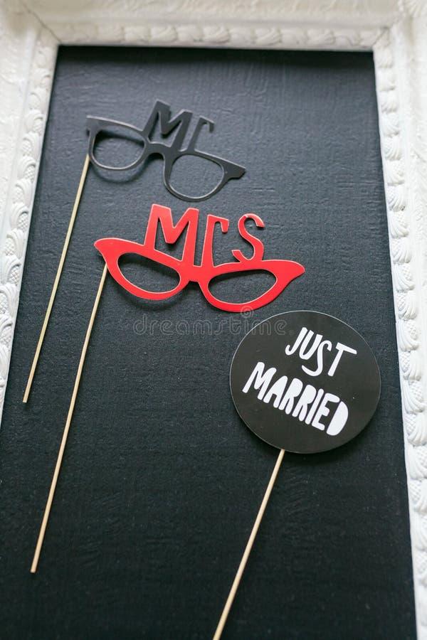 Juste marié - décoration sur la table photo stock