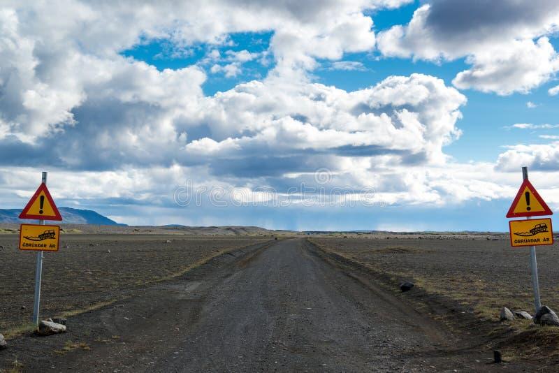 Juste 4x4 panneau routier, route d'entraînement de juste quatre roues, Islande du nord photographie stock