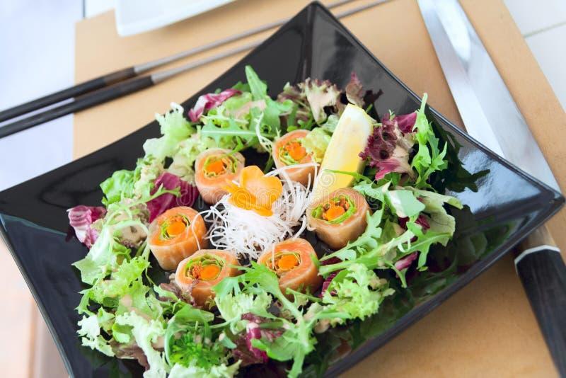 Juste sushi saumonés préparés images stock