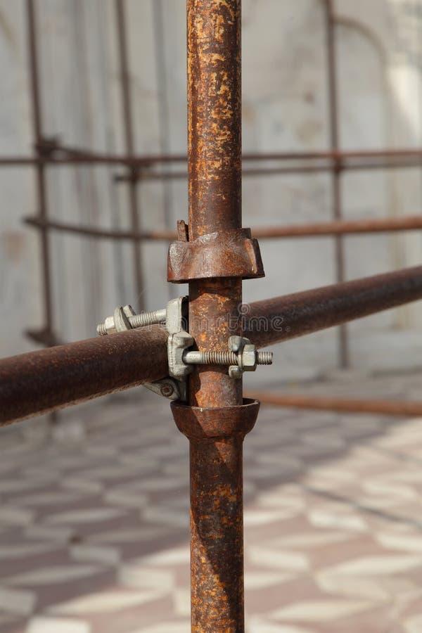 Justerbara stålar för ställning för att reparera i det TaJ Mahal komplexet royaltyfri bild