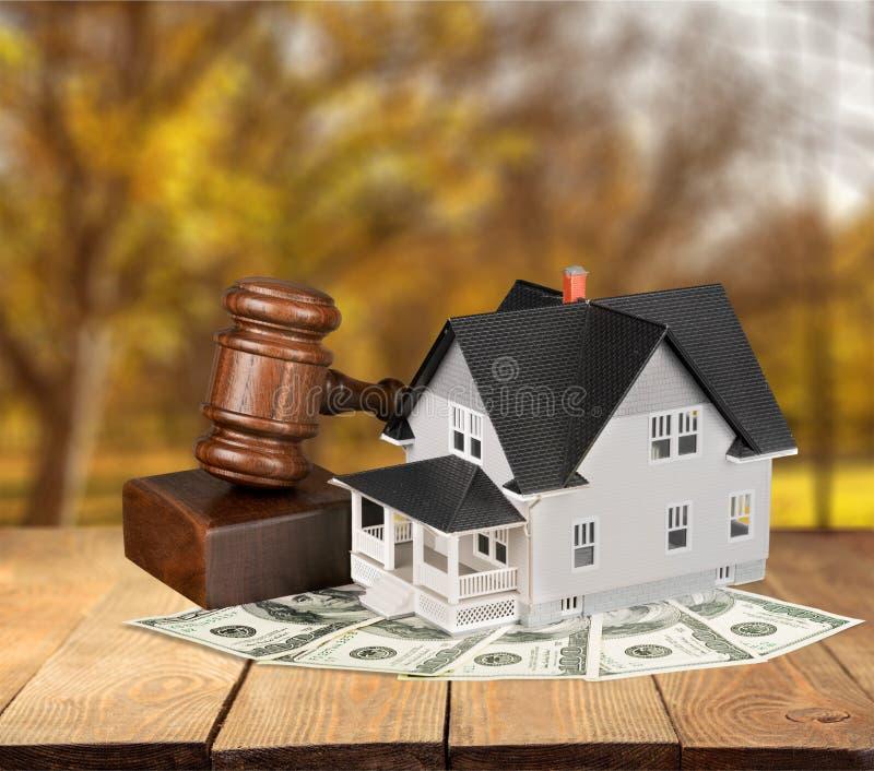 Justiça e casa fotos de stock