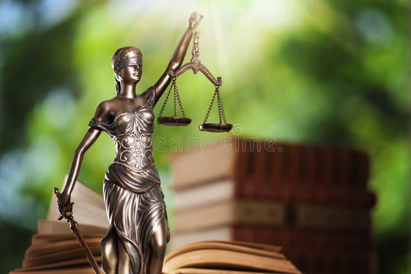 Justiça e livro do estado fotos de stock