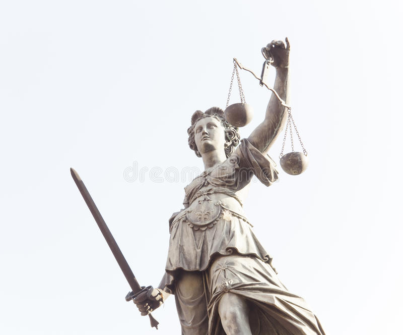 Justice夫人雕象在法兰克福市,德国 免版税库存照片