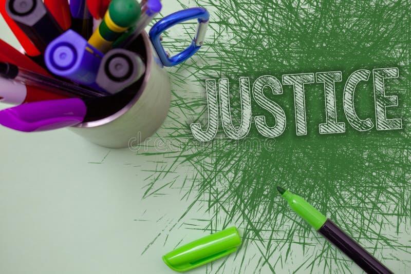 Justicia del texto de la escritura de la palabra El concepto del negocio para la calidad de ser la administración apenas imparcia fotografía de archivo