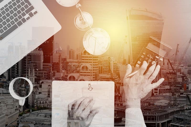 Justicia y concepto de la ley trabajo del hombre de negocios o del abogado o del contable imágenes de archivo libres de regalías