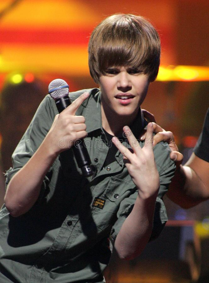 Justin Bieber utför på SOStelethonen fotografering för bildbyråer