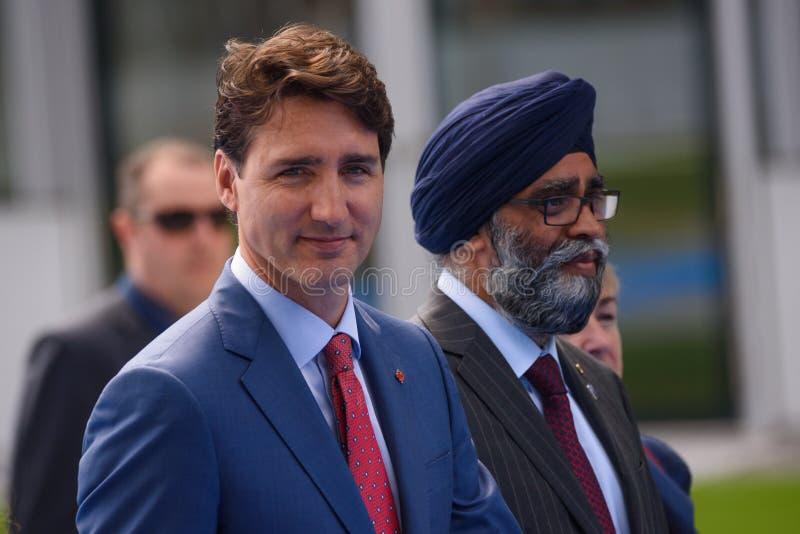 Justin Trudeau L, premiärminister av Kanada och Harjit Sajjan R, minister av försvar av Kanada royaltyfri bild