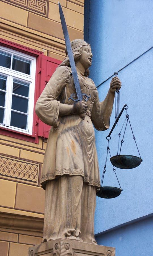 Justitia brunn-Wailblingen-Tyskland arkivfoton