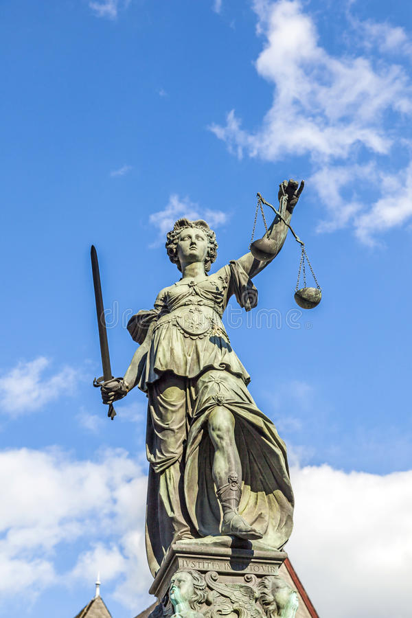 Justitia (dam Justice) skulptur royaltyfri fotografi
