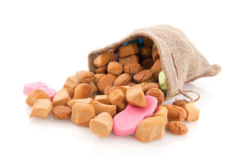 Jutefaserbeutel mit Sinterklaas Süßigkeit lizenzfreies stockfoto