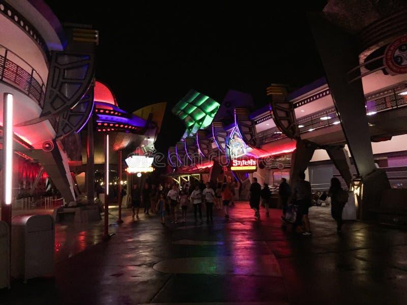 Jutro Ląduje przy nocą w Disney World, Orlando, Floryda zdjęcie stock