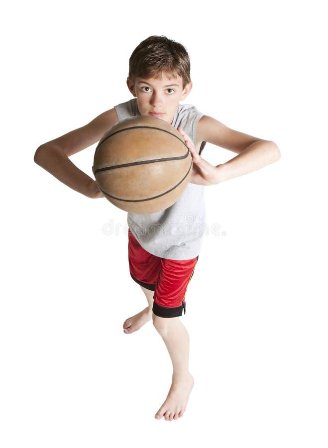 Juventud que pasa baloncesto fotos de archivo