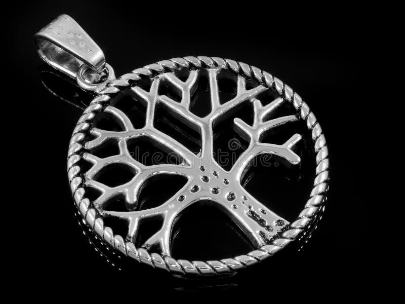 Juwel-Halskette H?ngender Baum des Lebens 375 Magnumrevolver stockfotografie