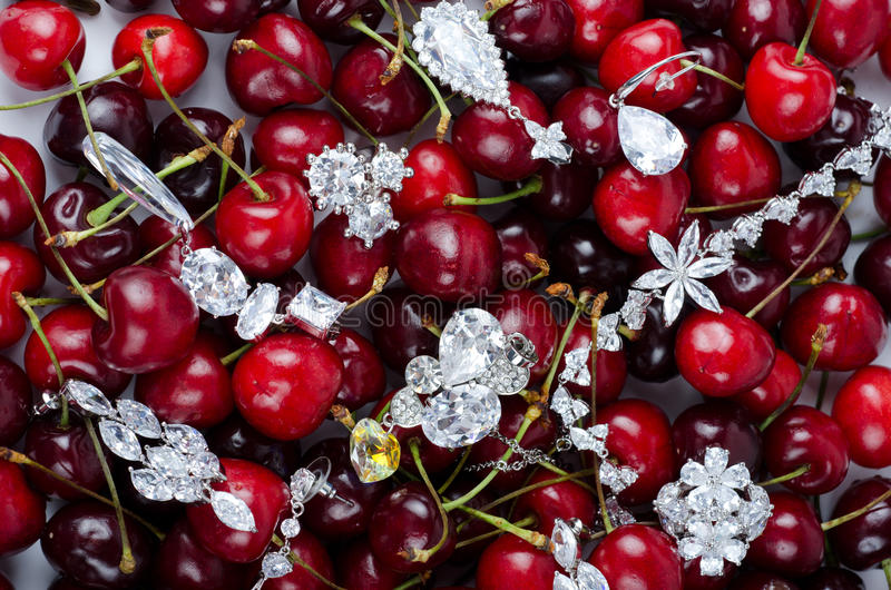 Juwelen Bij Kersen Royalty-vrije Stock Afbeeldingen