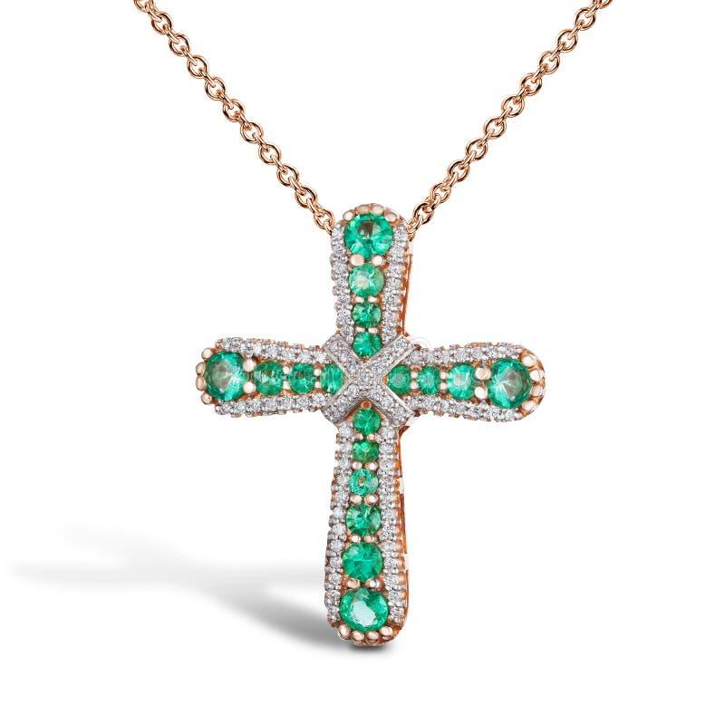Juwelen gouden kruising met smaragden en diamanten, gouden ketting, rozengoud, geïsoleerd op wit stock fotografie