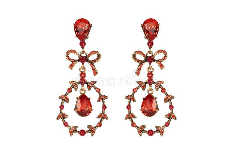 Juwelen op een witte achtergrond De premie van vrouwen` s oorringen met edelstenen Isoleer Juwelen Briljant stock foto's