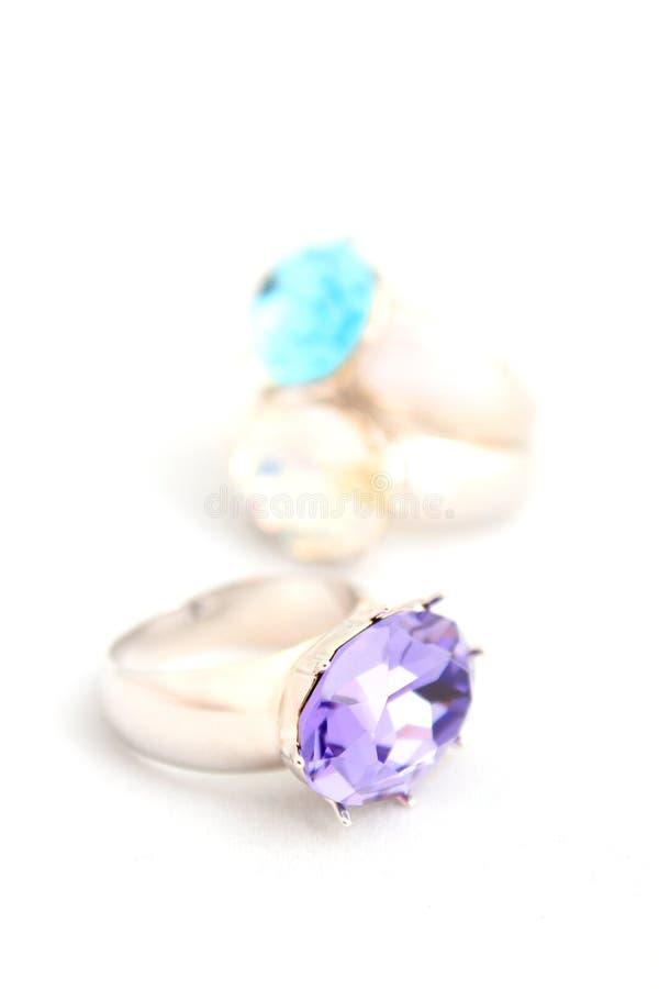 Juwelen op witte achtergrond   stock fotografie