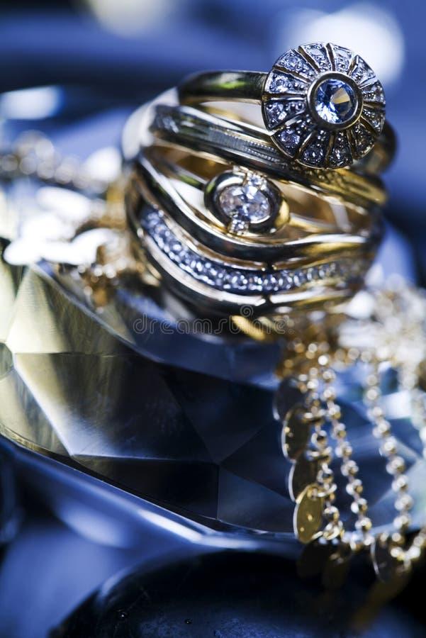 Juwelen u. Ringe lizenzfreie stockfotos