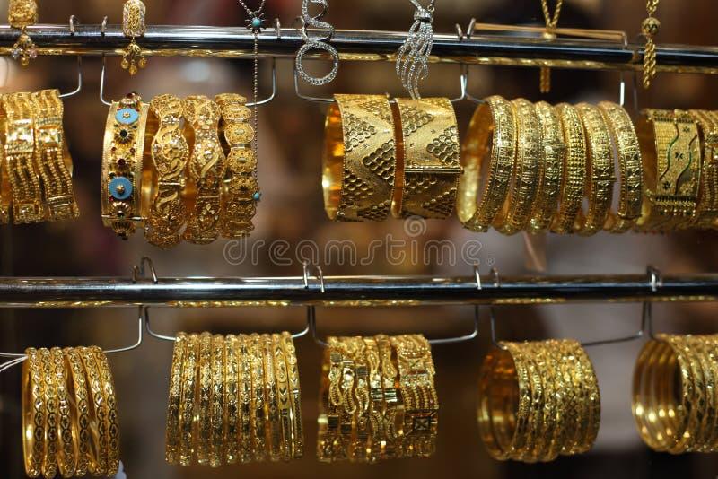 Juwelen voor verkoop in Gouden Souq stock foto