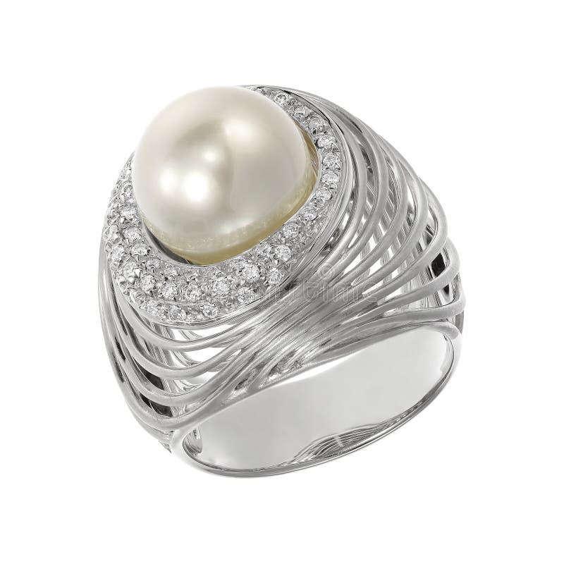 Juwelenring met parel en diamanten op wit stock afbeeldingen