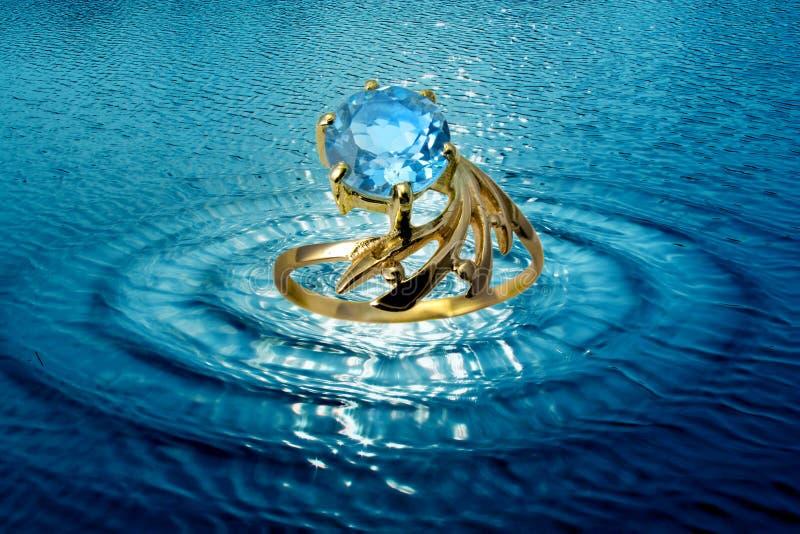 Juwelenring in watergolven stock illustratie