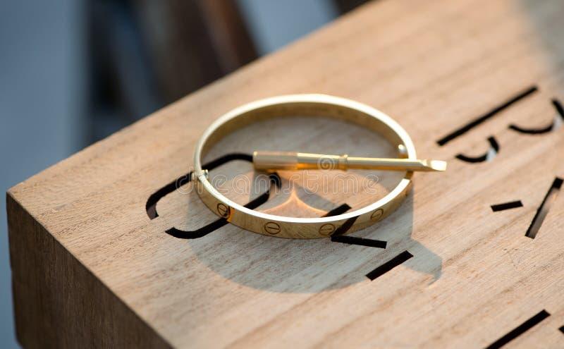 Juwelier-hochauflösender schwarze Diamant-Ring stockfotografie