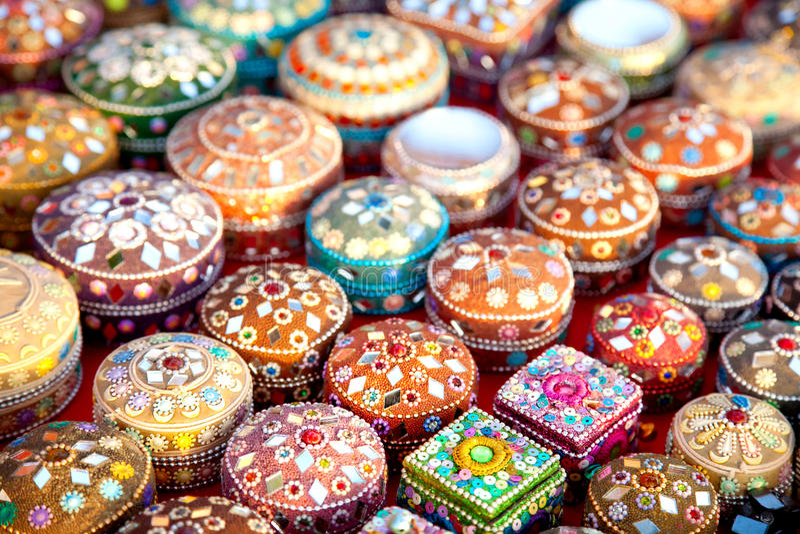 Juwelkästen im Markt stockbilder