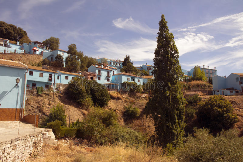 Juzcar, villaggio blu, tipico di Andalusia fotografia stock libera da diritti