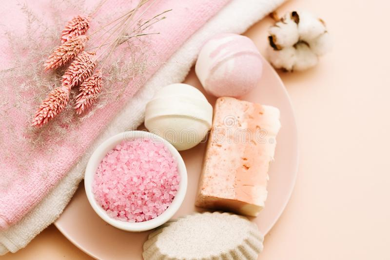 Kąpielowy pampering ustalony piękno opieki relaksu czas wolny obrazy stock