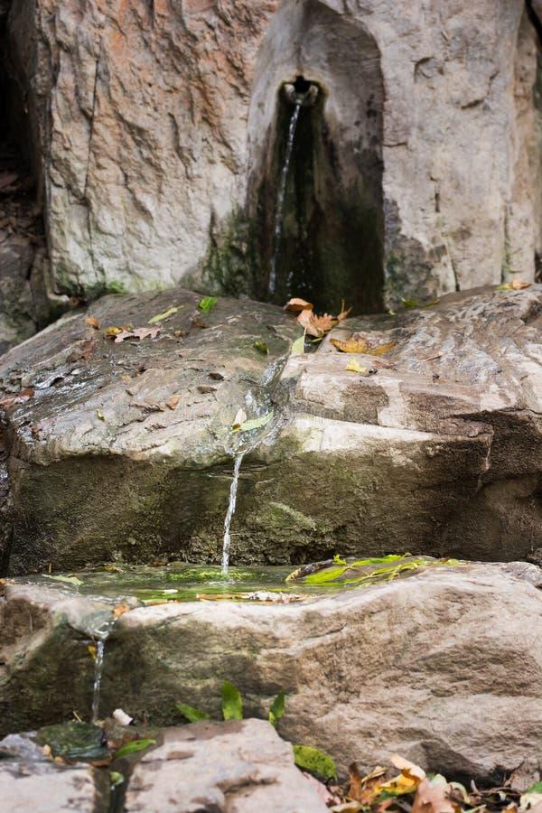 Källa av dricksvatten arkivbilder