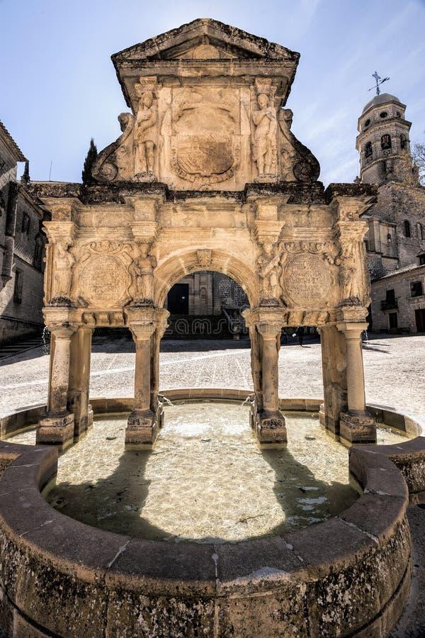Källa av Santa Maria, Baeza, Andalusia, Spanien arkivfoton