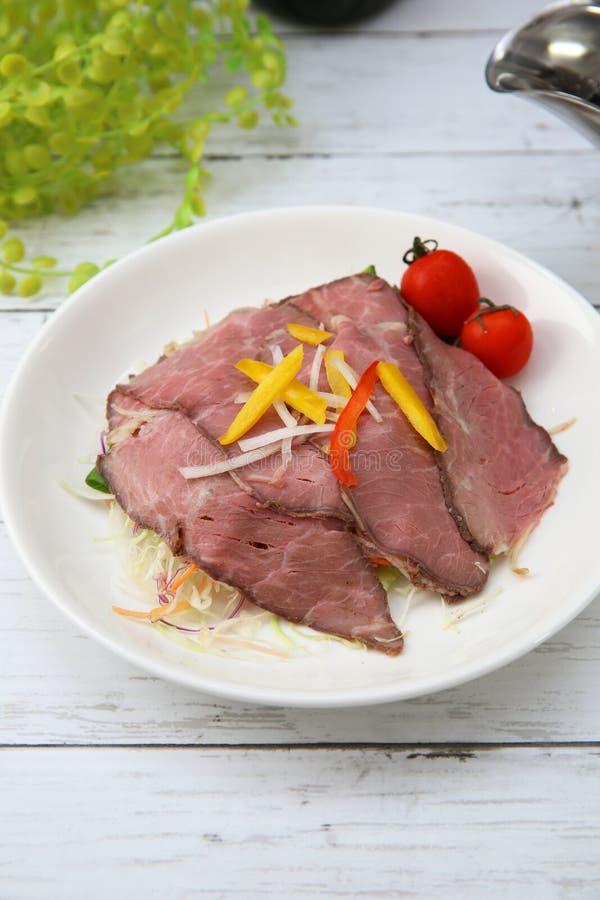 Källa för steknötkött och sky royaltyfri fotografi