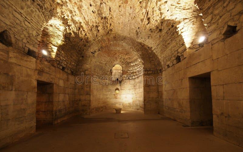 Källare av Diocletian'sens slott i Split royaltyfria bilder
