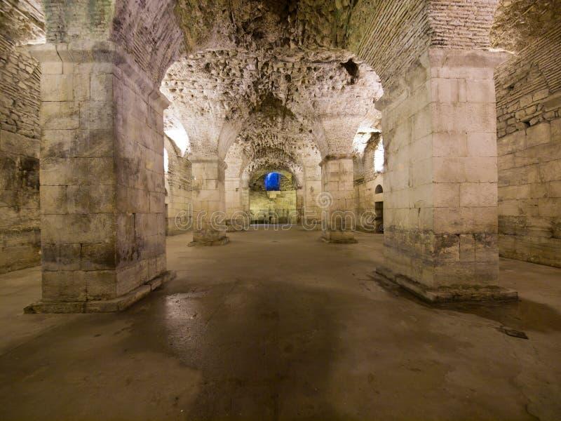 Källare av Diocletian'sens slott i Split arkivbild