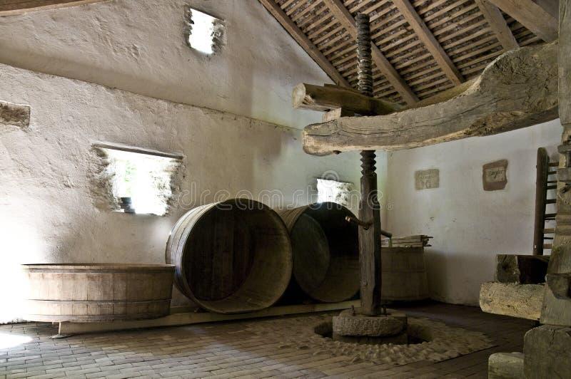 källare som gör gammal wine royaltyfri bild
