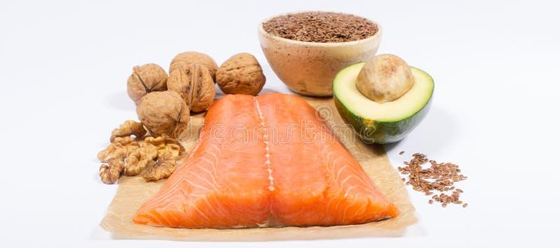 Källor av omegan 3 fettsyror: flaxseeds, avokado, lax och valnötter royaltyfri fotografi