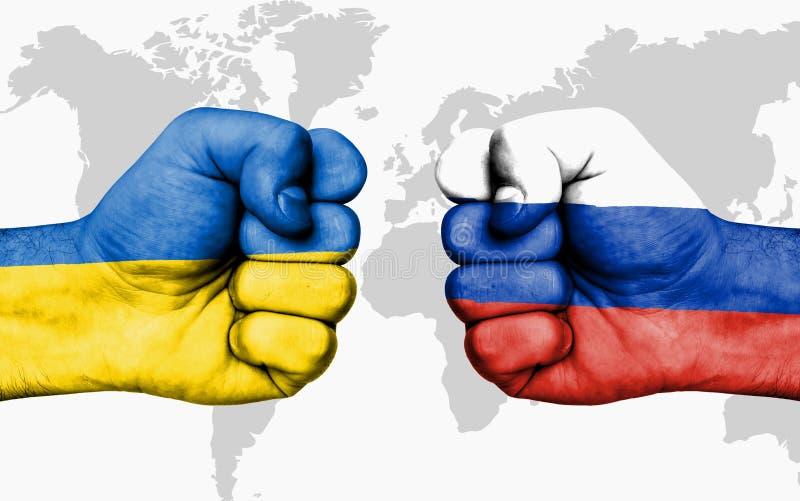 Kämpa mellan Ukraina och Ryssland - manliga nävar royaltyfria foton